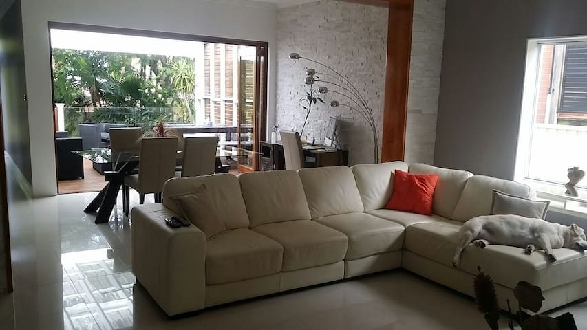 1 Furnished bedroom in reno house - Arncliffe - Casa