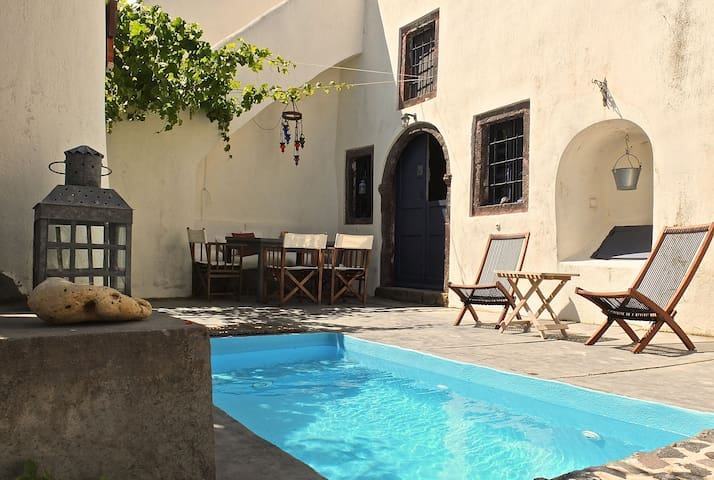 Wineryhouse and 2 guest houses - Thira - Villa
