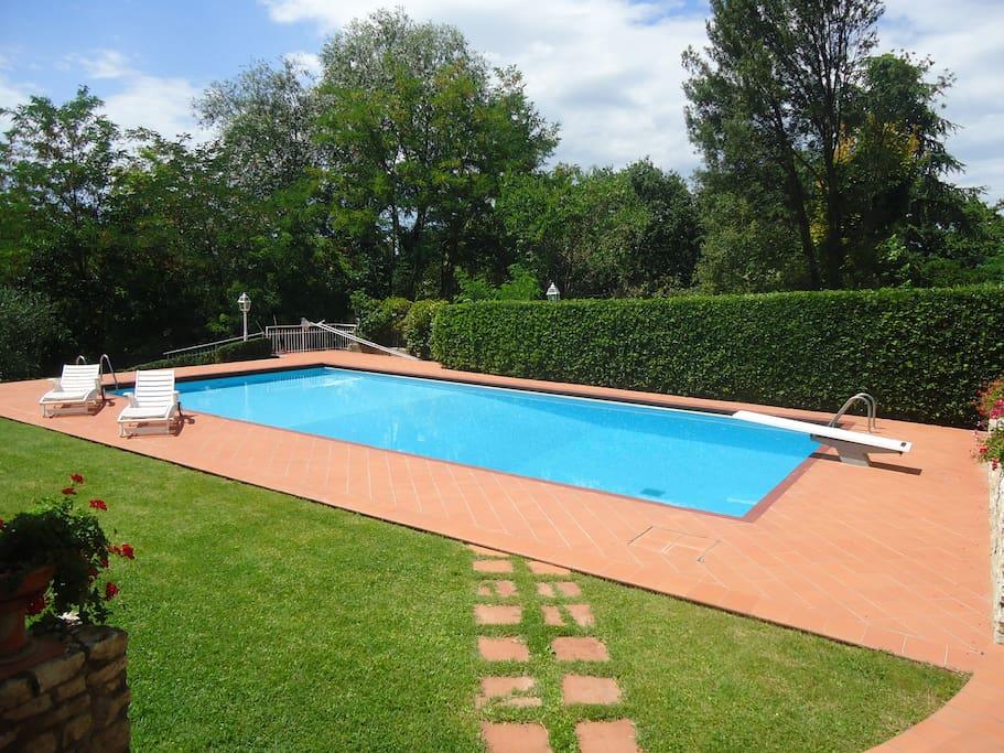 Piscina 15m X 7,5m, profondità da 1,4m a 3 metri - Swimming pool 15m x 7,5m, depth from 1,4m to 3 meters