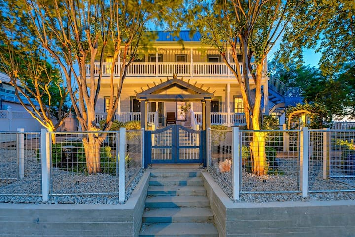 Downtown Luxury Marble Falls Boutique Property: Marble Falls Suite
