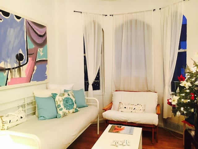 BEAUTIFUL APT UPPER WEST SIDE, 68St ONLY GIRLS - New York - Apartment