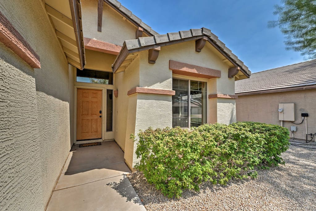 The 1,600-square-foot property offers up to 8 lucky guests a clean floor plan as well as a beautiful outdoor area with a pool, BBQ, and a 4-person outdoor dining table to enjoy the unbeatable Arizona sunset.