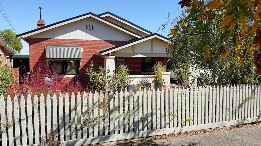 Classic bungalow close to CBD
