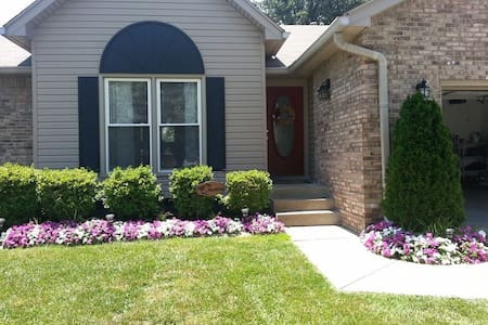 Beautiful Spacious Family Rental - Louisville - House