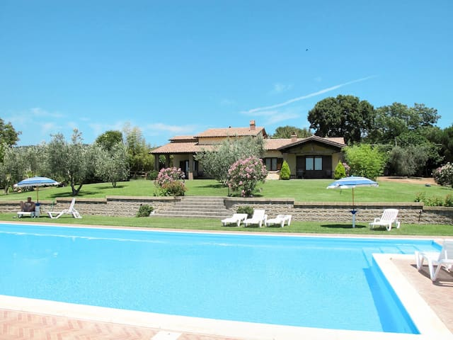 Holiday apartment in a resort with lovely pool and sea views