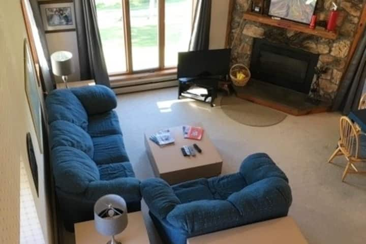 Stratton Condo Ski In/Ski Out - 2 Bdrms 2 Baths