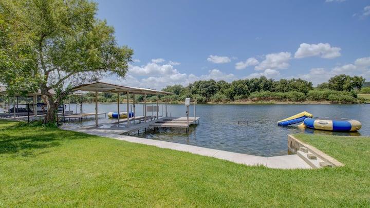 Luxury lakefront Lake LBJ House w/ Boat Lift