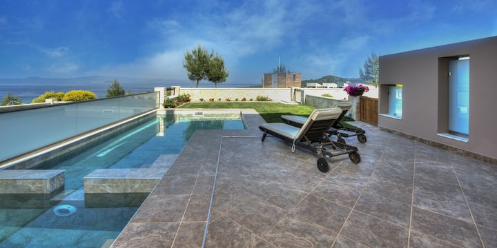 Kelyfos Villa Ena: Heated Private Pool, Sea Views, A/C, WiFi