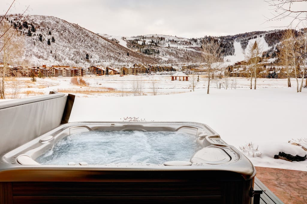 Brand new private hot tub with spectacular views of Deer Valley!