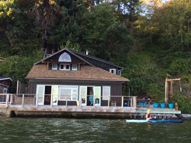 Vashon Beach Retreat on the water! - Vashon