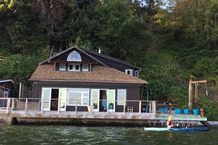 Vashon Beach Retreat on the water! - Vashon - Cabin