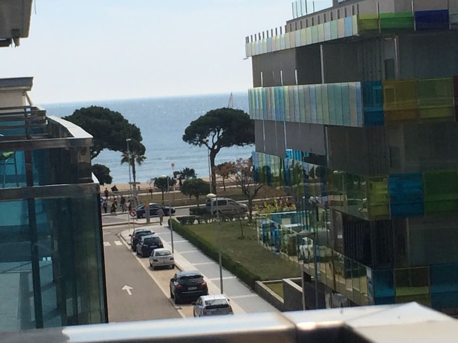 Espaciosa terraza con vistas al mar