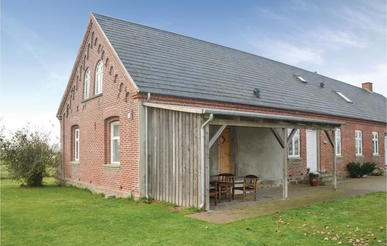 Former farm house with 3 bedrooms on 120m² in Nørre Nebel