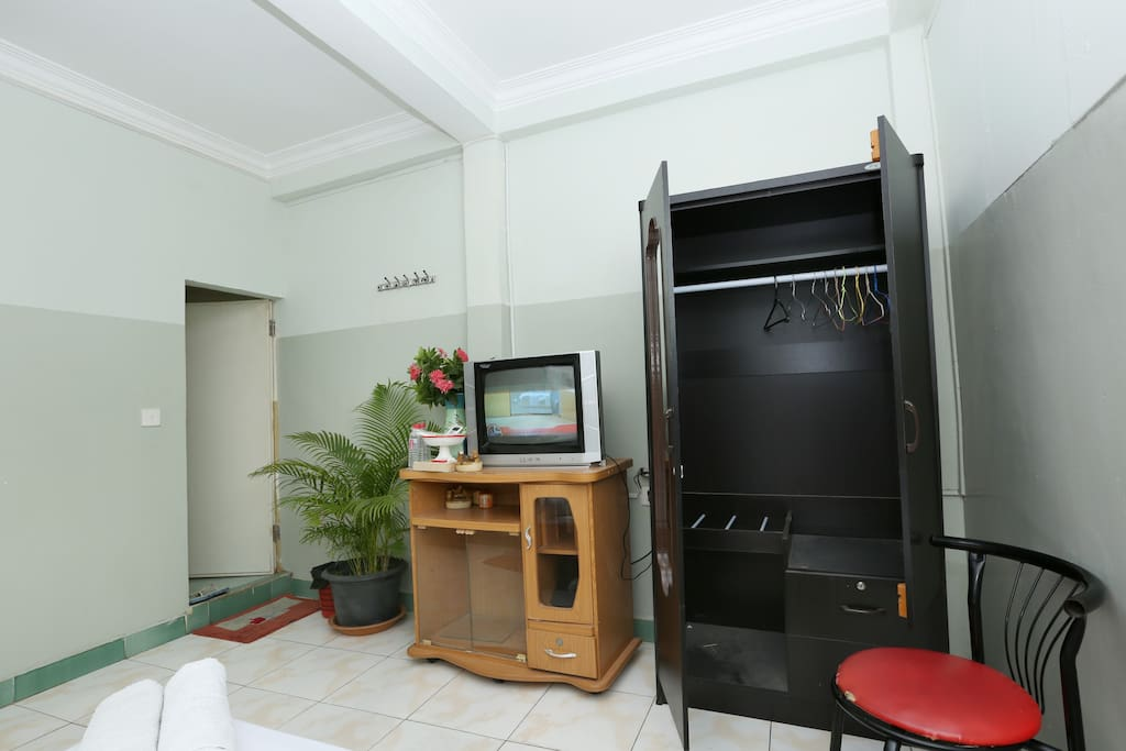 TV, Wardrobe