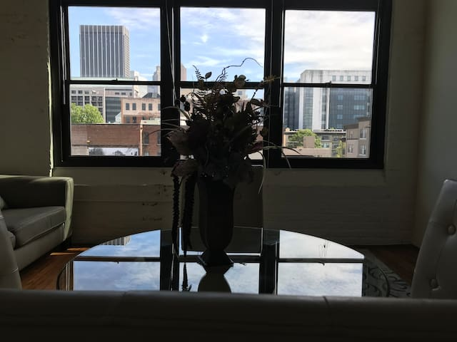 Exclusive Vintage high-rise Downtown Atlanta