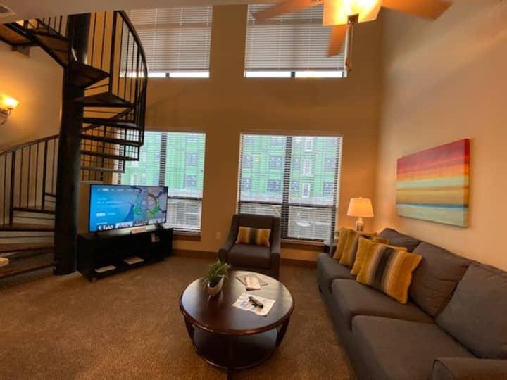 ✧✧ Amazing 2 Bedroom Multi Level Apt in Carmel ✧✧