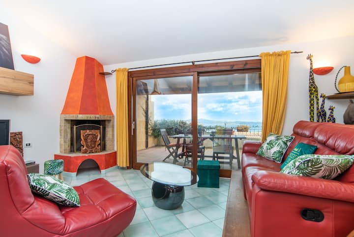 Holiday Home with Panoramic Sea View, Terrace, Balcony, Wi-Fi and Air Conditioning; Pets Allowed