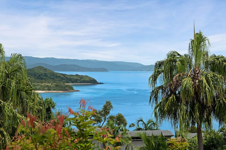 Oasis 13 Hamilton Island 2 BED - FEB ONLY $285