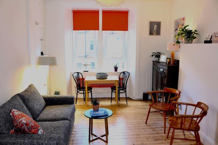 Cosy, sunny studio flat in a central location