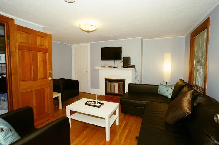 Downtown / Back Bay Rare 3 Bed Duplex W/ Parking - Boston - Condominio