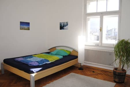 Super central room in shared apartment - Innsbruck