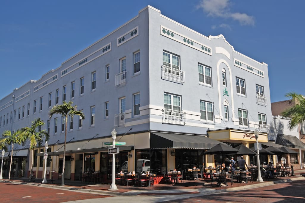 Thevilla downtown historic riverfront 1 bedroom apartments for rent in fort myers florida for One bedroom apartments fort myers