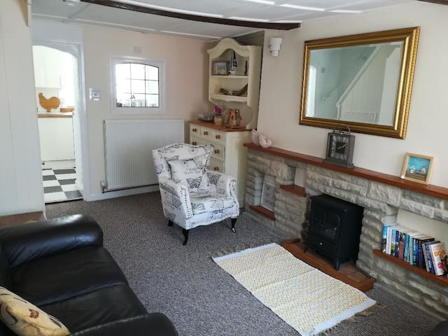 Character cottage perfect for walking/beach hols.