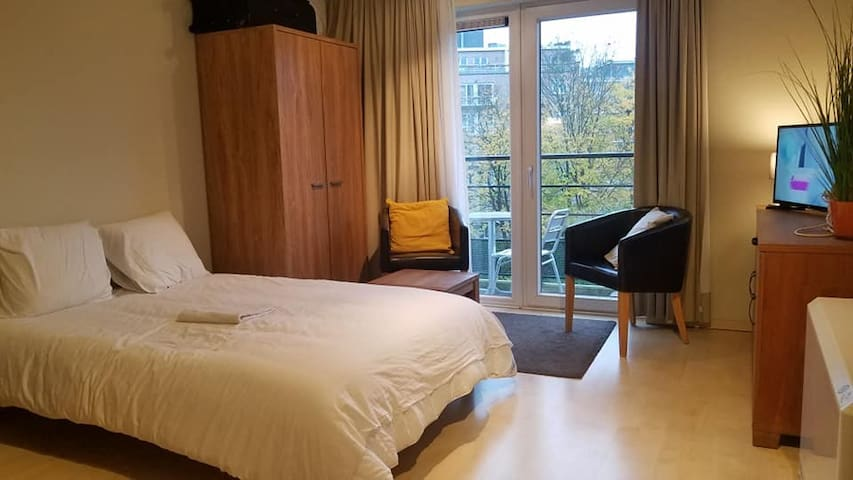 Beautiful fully furnished studio for 2 people