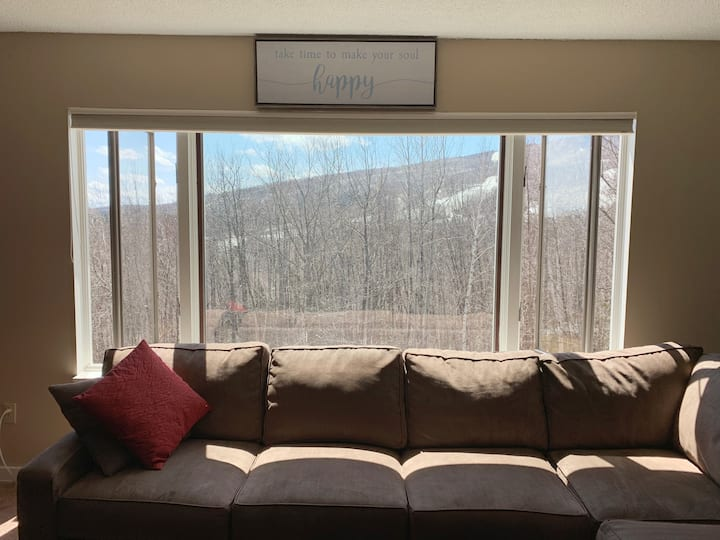 Updated Summer Getaway @ Mt.Snow W/ Office Space