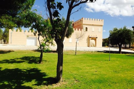 Castillo Moderno Rio y Desierto - Freila