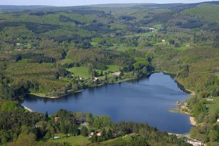 Hébergement chalet 5 personnes face au lac - Mazamet