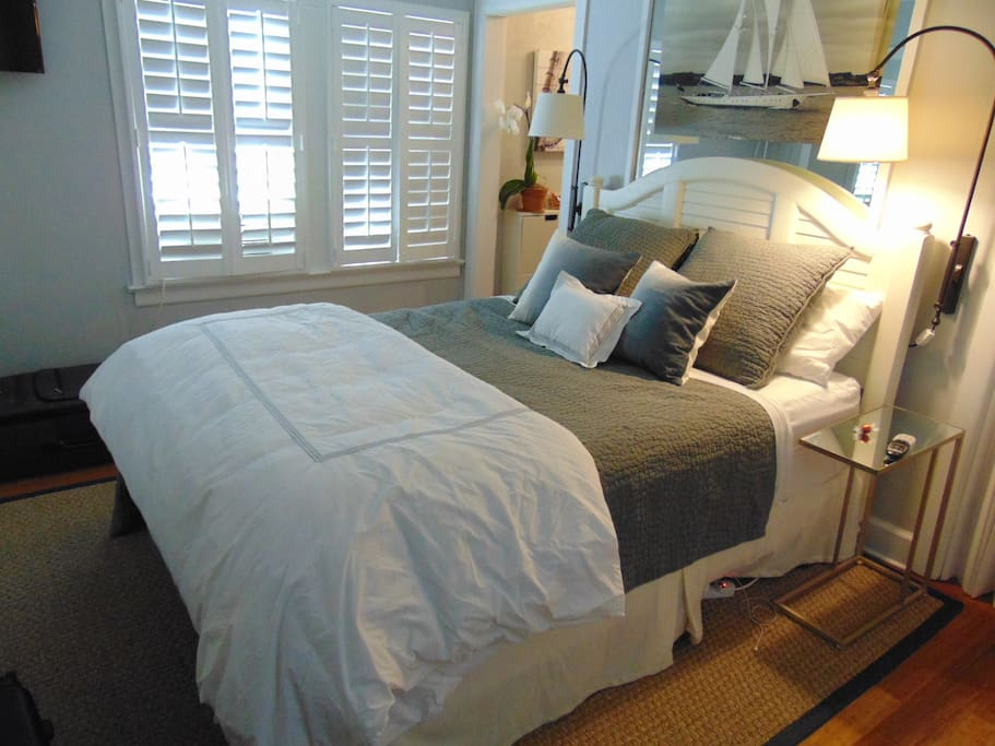 Clean and incredibly comfortable queen size bed.