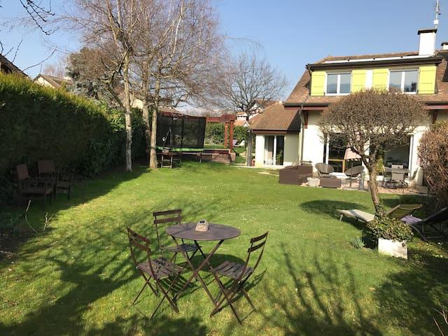 Villa à Genève avec piscine - Plan-les-Ouates
