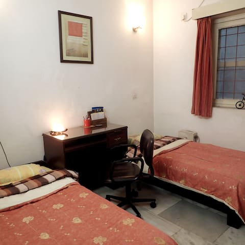Peaceful Clean Private Room & Bath in South Delhi