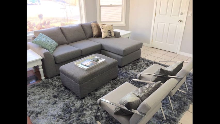2 Bedroom space, bright and roomy - West Kelowna - Dom