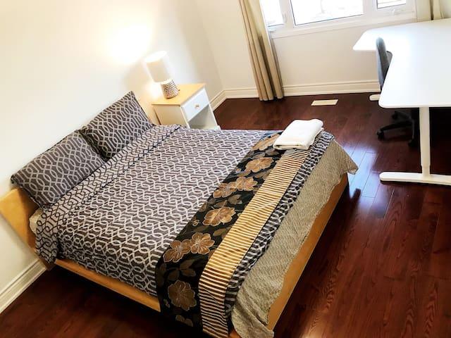 Nice Warm Bedroom Cozy & Comfy