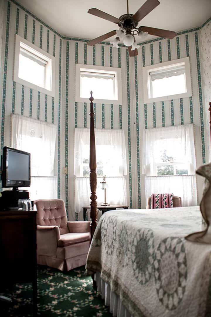 Anchorage Inn - room #4 - The Onward