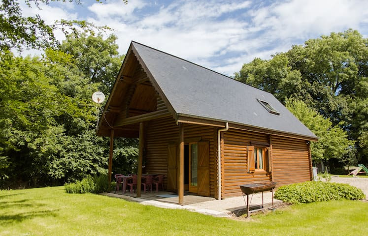 Retour à la nature dans une maison en bois rondin - Hautot-l'Auvray - スイス式シャレー