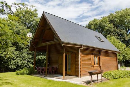 Retour à la nature dans une maison en bois rondin - Hautot-l'Auvray