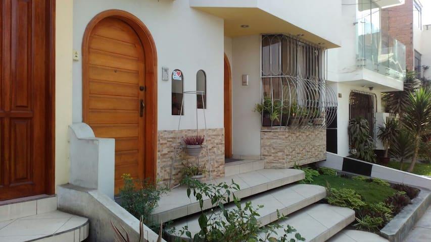 Departamento Amoblado Sol de la Molina - Distrito de Lima - Apartamento