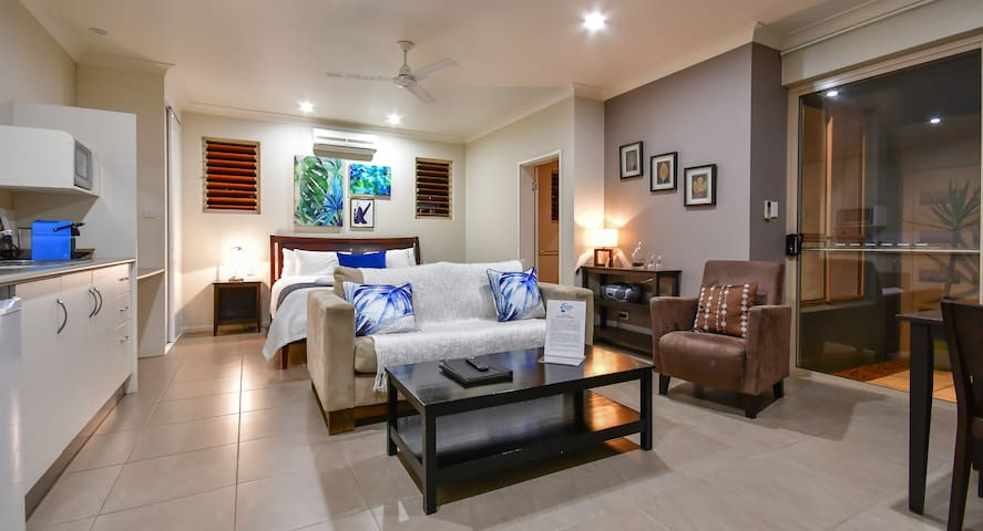 Blue Summit Hideaway -Luxury King Spa Villa 2