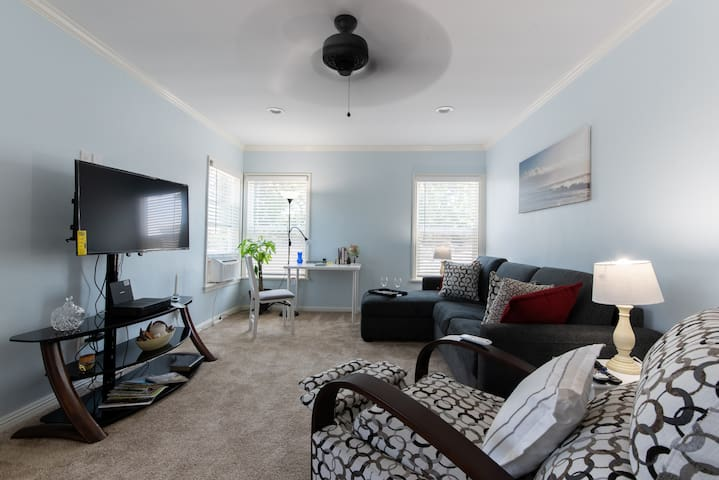 4217 1/2 Newly Refurbished 1 Bdrm /LB Airport