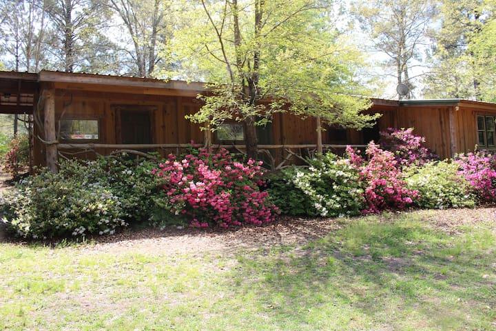 Crooked Oaks Cabin at Pat Dye's Farm