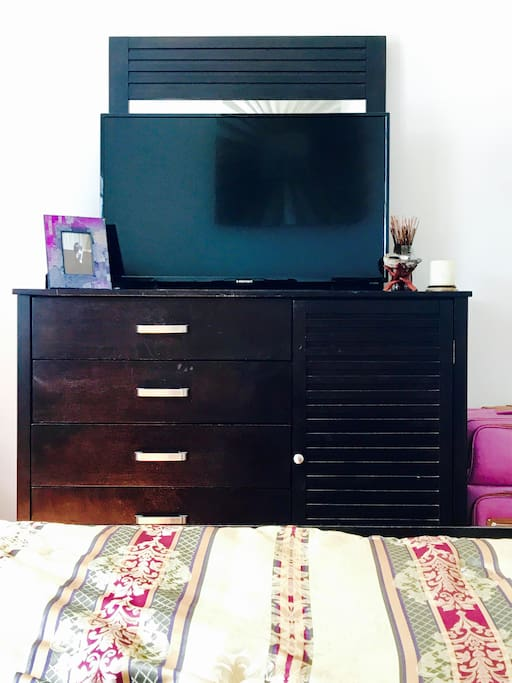 "Dresser With Mirror And A Lovely Picture Of My Cat Star With A 48"" Tv With Netflix And Hulu Access."