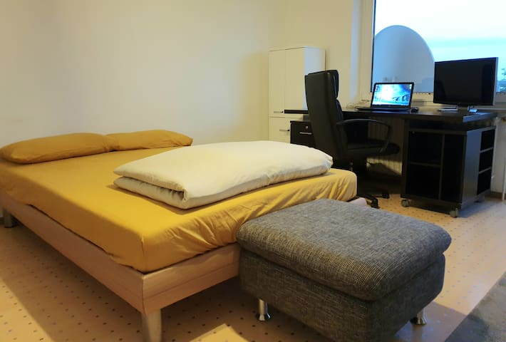 MUNICH / MUENCHEN : lovely, large and private room