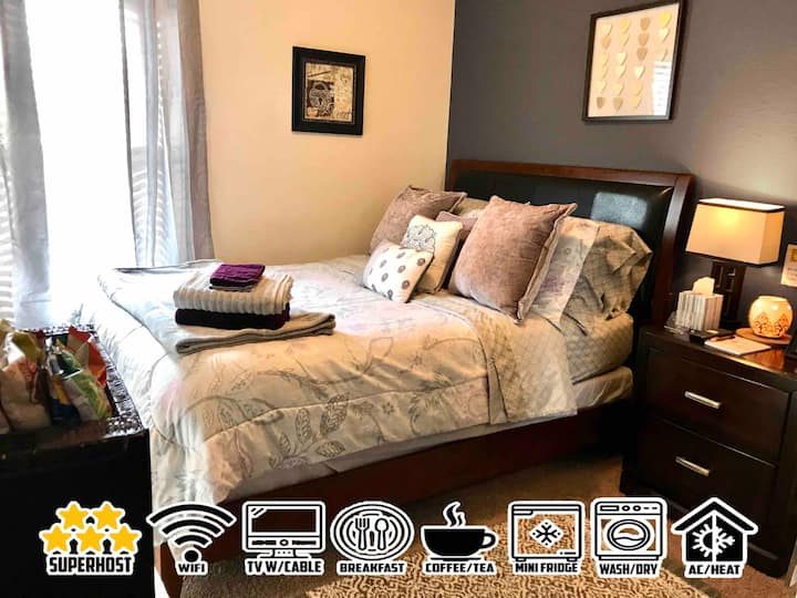 LOVELY COZY ROOM+FULL CABLE+WIFI+BREAKFAST+MORE!