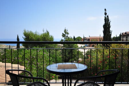 Exceptional location with golf course and sea view