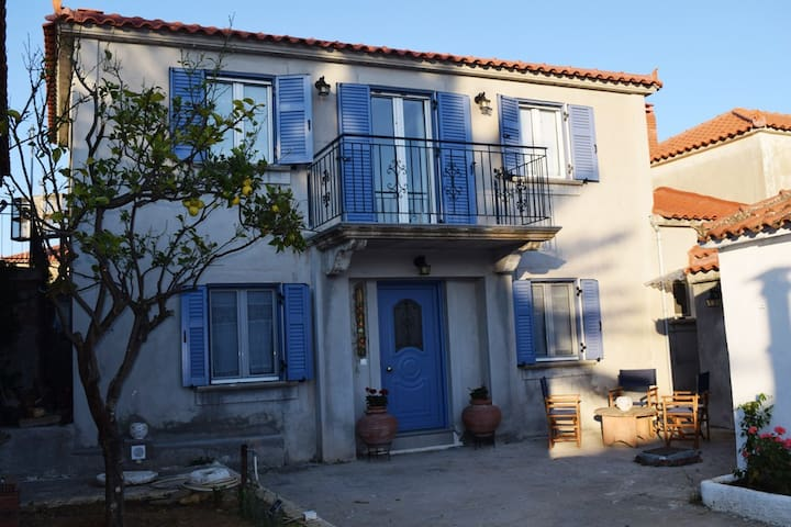 Traditional Renovated House & Yard - WiFi & A/C - Kalliopi - House