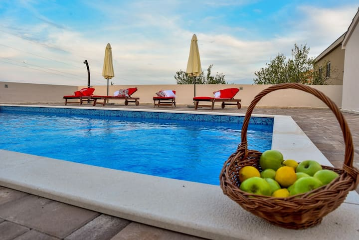 Fantastic Villa Maslina with private pool