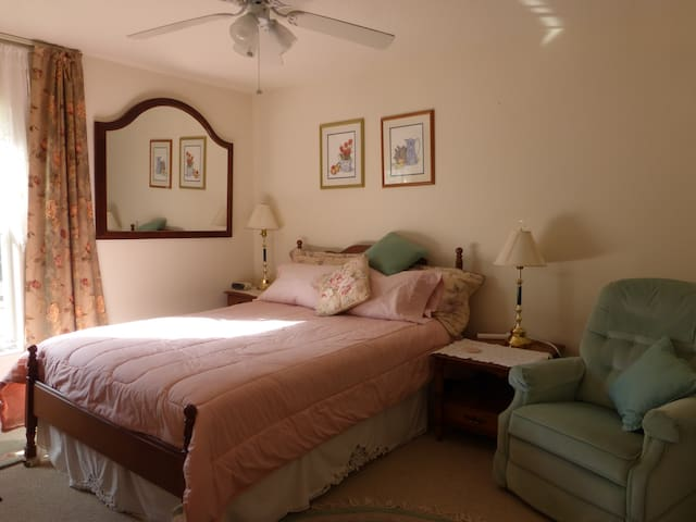 Private room, queen bed, 2 people - Dunnellon - House